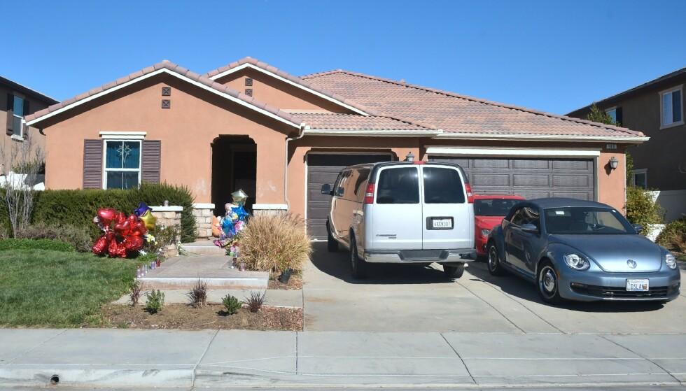 «SKREKKENS HUS»: David og Louise Turpin bodde sammen med sine 13 barn i dette huset i Perris 100 kilometer fra Los Angeles. Foto: FREDERIC J. BROWN / AFP
