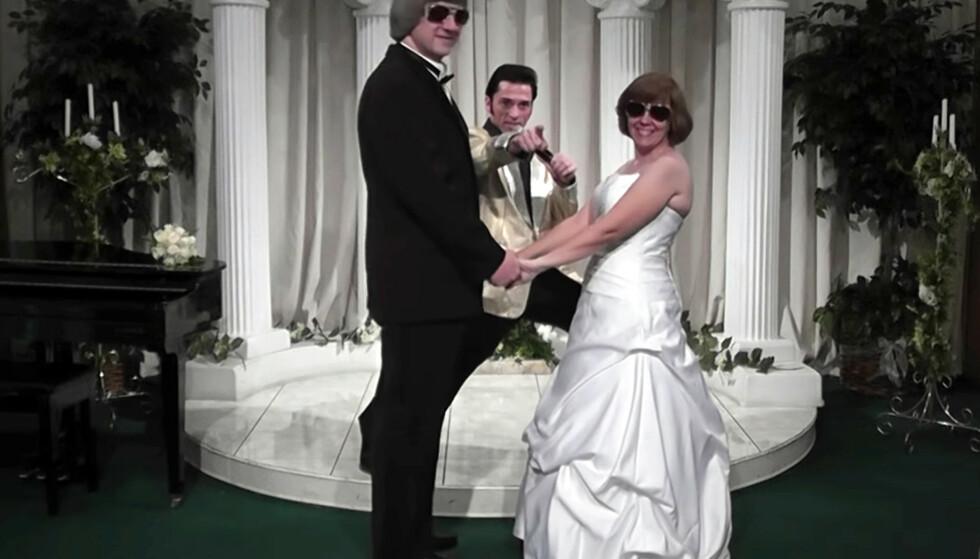 I LAS VEGAS: David og Louise Turpin fornyet ekteskapsløftene under en seremoni med en Elvis-imitator i Las Vegas i oktober 2011. De to giftet seg opprinnelig i 1985 da David var 23 år og Louise var 16 år gammel. Foto: A Elvis Chapel via AP