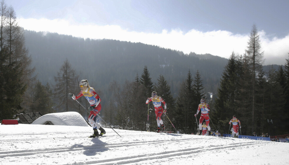 ALENE I TET: Therese Johaug brukte en kilometer på å få en luke til konkurrentene. Etter det gikk hun alene. Foto: Bjørn Langsem / Dagbladet