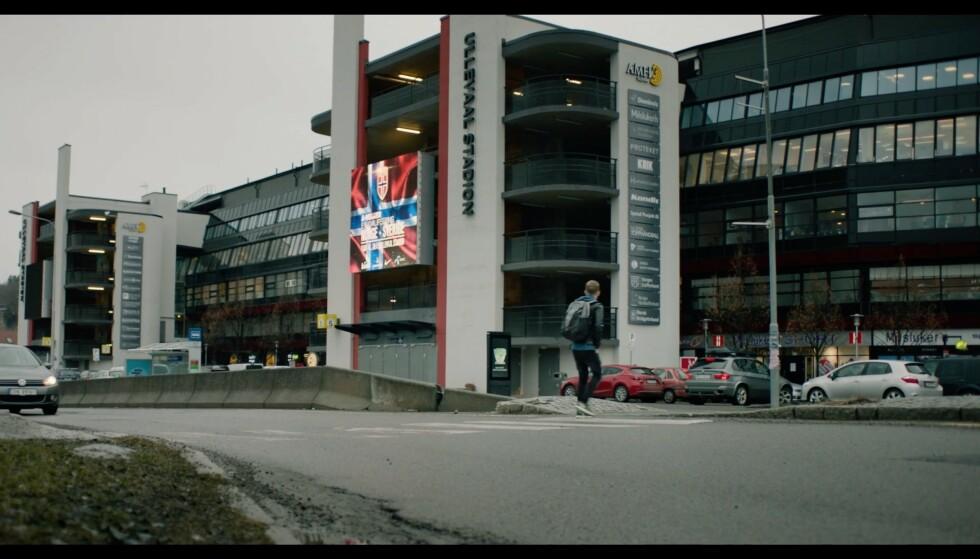 Taxien slapp ham av i drømmenes rundkjøring, selv om det strengt tatt går an å kjøre inn på drømmenes parkeringsplass. Foto: NRK