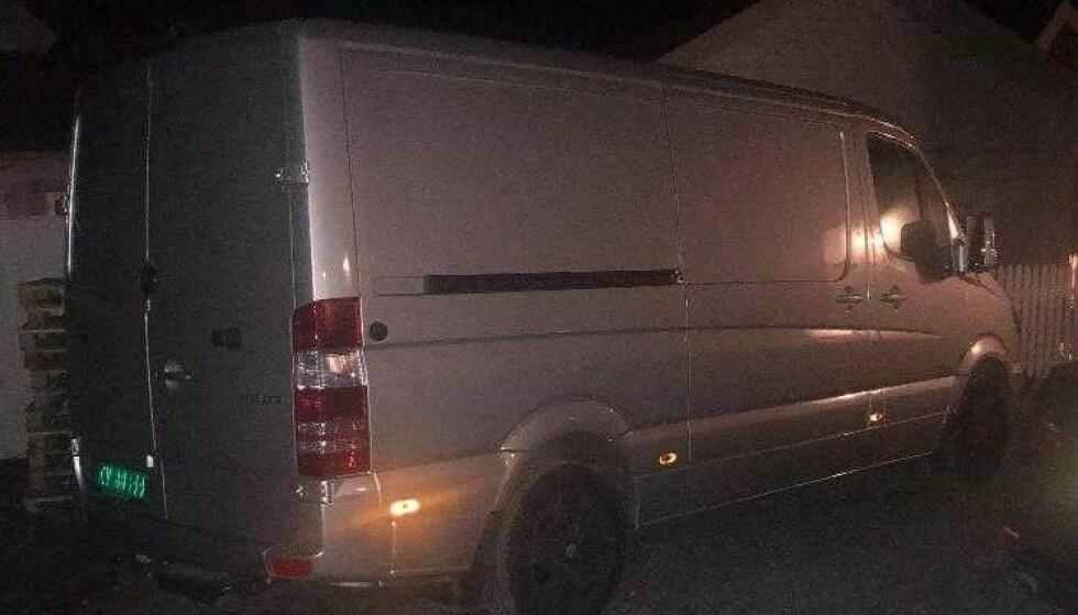 STJÅLET: Denne varebilen ble onsdag kveld stjålet fra Lørenskog stasjon. Søndag formiddag er den fortsatt ikke funnet. Foto: Privat