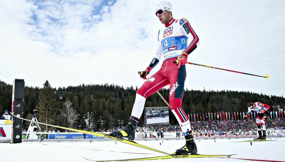 STERK SPURT: Jarl Magnus Riiber knuste Bernhard Gruber og sikret norsk sølv på teamsprinten i kombinert. Foto: Bjørn Langsem/Dagbladet