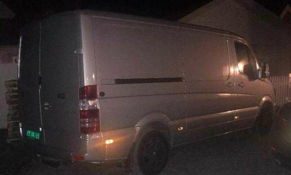 STJÅLET: Denne varebilen ble onsdag kveld stjålet fra Lørenskog stasjon. Søndag er den fortsatt ikke funnet. Foto: Privat