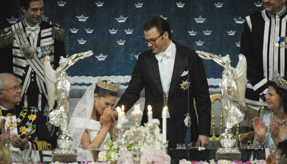 RØRT TIL TÅRER: Kronprinsesse Victoria ble rørt til tårer av ektemannens tale under bryllupet deres i 2010. Foto: NTB Scanpix