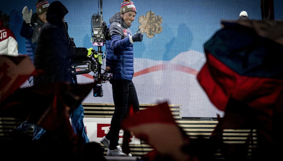 GULLVINNER: Emil Iversen med gullet han vant på teamsprinten. Foto: Bjørn Langsem /Dagbladet
