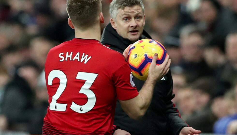 GIKK EN KULE VARMT: Det var temperatur i United-garderoben i pausen mot Liverpool, forteller Luke Shaw. Foto: REUTERS/Scott Heppell/NTB Scanpix