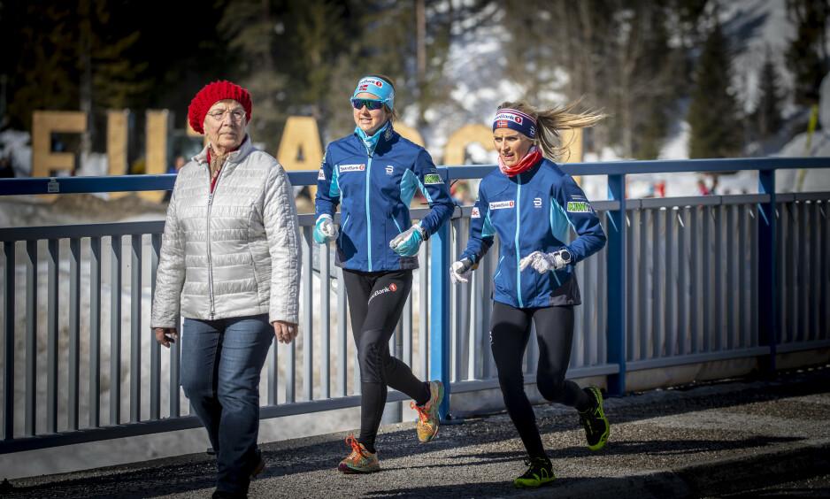 STØY: Therese Johaug må leve med mye støy i dette verdensmesterskapet. Johanna Ojala synes synd på det norske esset. Foto: Bjørn Langsem / Dagbladet