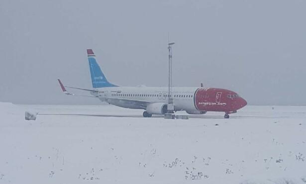 DEFROST: Flyet er plassert langt unna terminalen i Alta. Foto: Per Martin Ovesen