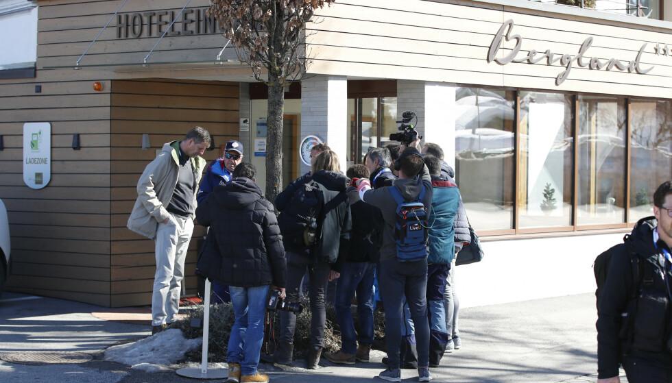 RAZZIA: Det har vært en razzia i VM-byen Seefeld ved Hotel Bergland der Østerrike bor under VM. To østerrikske utøvere skal være tatt inn til avhør. Foto: Fredrik Hagen / NTB Scanpix