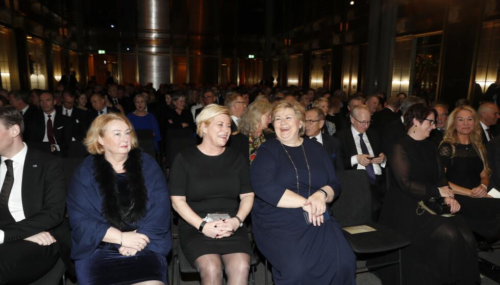 Privatiserer: Sentralbanksjef Øystein Olsen holder sin årstale i Norges Bank onsdag. Siv Jensen og Erna Solberg sitter på første rad. Foto: Terje Bendiksby / NTB scanpix