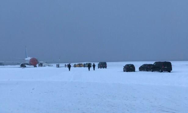 AKSJON. Det var en stor aksjon mot flyet onsdag. Foto: Ellen Anna Gaup