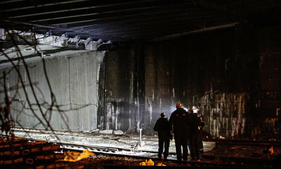 TOGTUNNEL: Tre tenåringer kom i kontakt med en strømførende kilde inne i tunnelen, som ligger mellom Skillebekk og Filipstad i Oslo søndag, hvorav en gutt ble bekreftet omkommet. De to andre er innlagt på sykehus med livstruende skader. Foto: Nina Hansen / Dagbladet