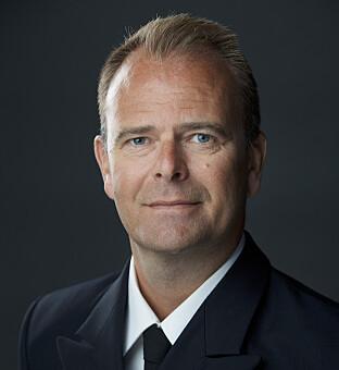 SVARER: Orlogskaptein Per-Thomas Bøe i Forsvarssjefens pressetalsapparat. Foto: Forsvaret