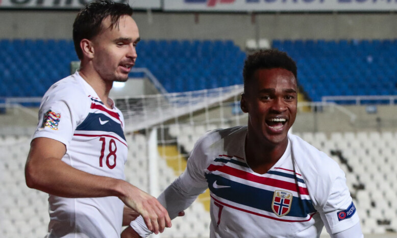 LAGKAMERATER: Ole Kristian Selnæs og Ola Kamara, her fra en landskamp i fjor. Foto: NTB Scanpix.