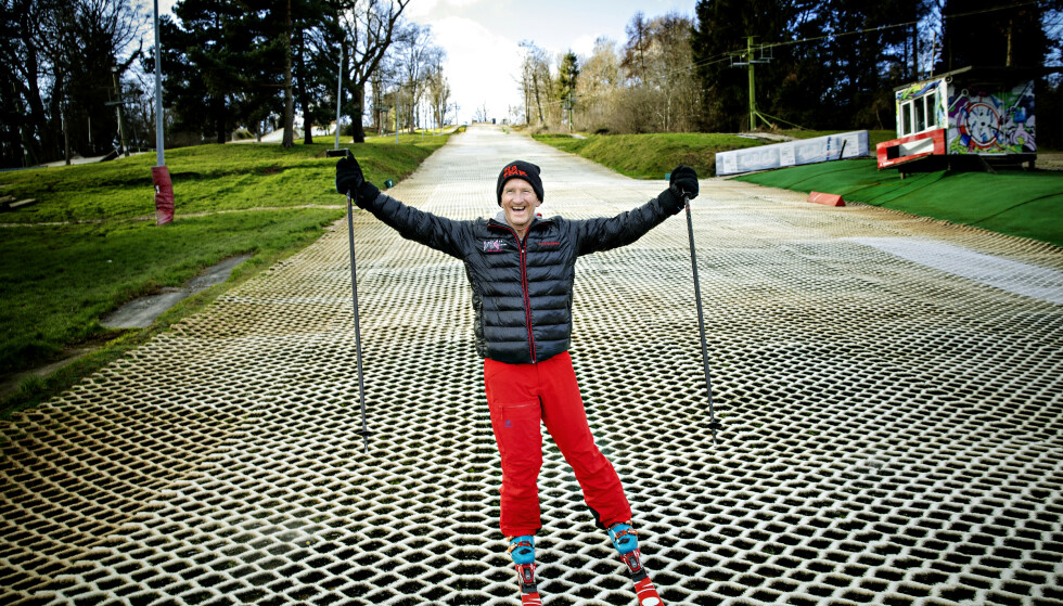 GLADGUTT: Eddies humør var en av grunnene til han ble hyllet av publikum hvor enn han kom for å hoppe på ski. 30 år senere smiler han fortsatt når han forteller historien sin. Foto: Nina Hansen / Dagbladet.