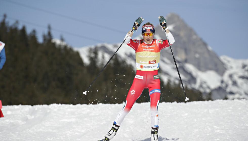 GOD ETAPPE: Therese Johaug tok igjen Stina Nilsson på mesterlig vis, men tapte spurten. Foto: Bjørn Langsem