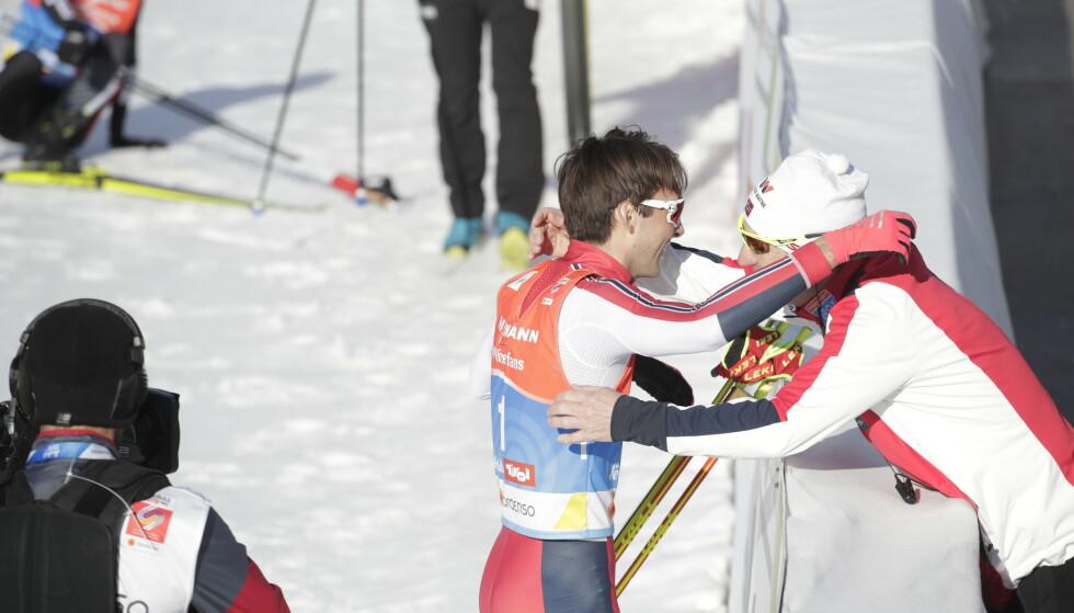 RØRT: Jarl-Magnus Riiber gjorde et flott inntrykk som fersk verdensmester. Her har sporten en gutt å bli glad i. FOTO: Bjørn Langsem / Dagbladet