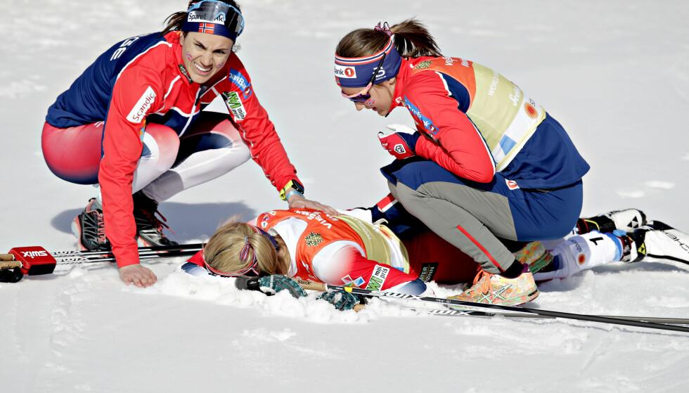 GA ALT: Therese Johaug hentet inn luka Stina Nilsson gikk ut med, men det holdt ikke til norsk gull i Johaugs debut som ankerkvinne. Foto: Bjørn Langsem / Dagbladet