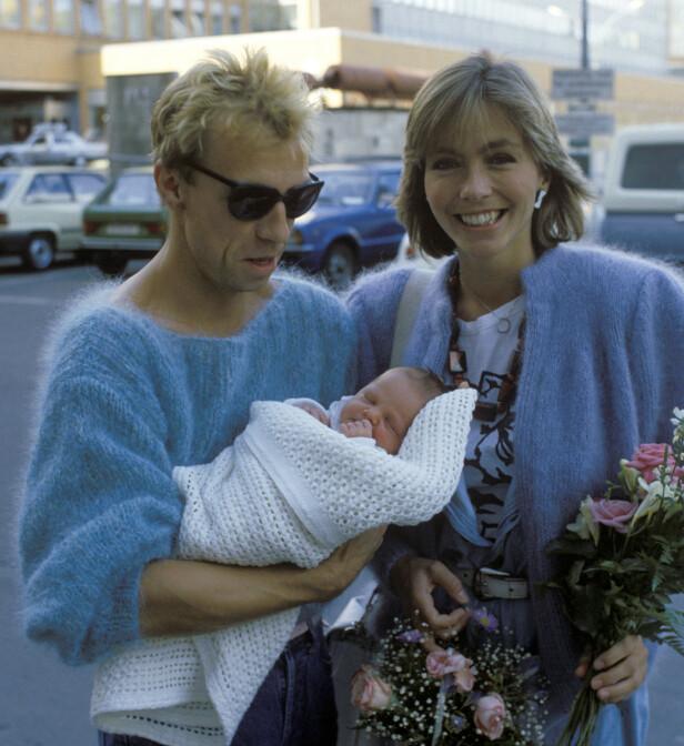 STOLT MAMMA: Anita Skorgan har tre barn. I 1984 fikk hun en datter sammen med Jahn Teigen, som hun her er fotografert med utenfor Ullevål sykehus. Hun har også to døtre med Freddy Dahl. Foto: NTB scanpix