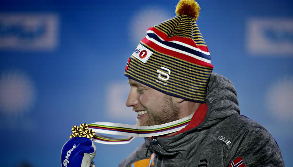ENDELIG: Martin Johnsrud Sundby vant sitt første individuelle VM- eller OL-gull i sin 20. start da han seiret på 15-kilometeren i VM onsdag. Foto: Bjørn Langsem