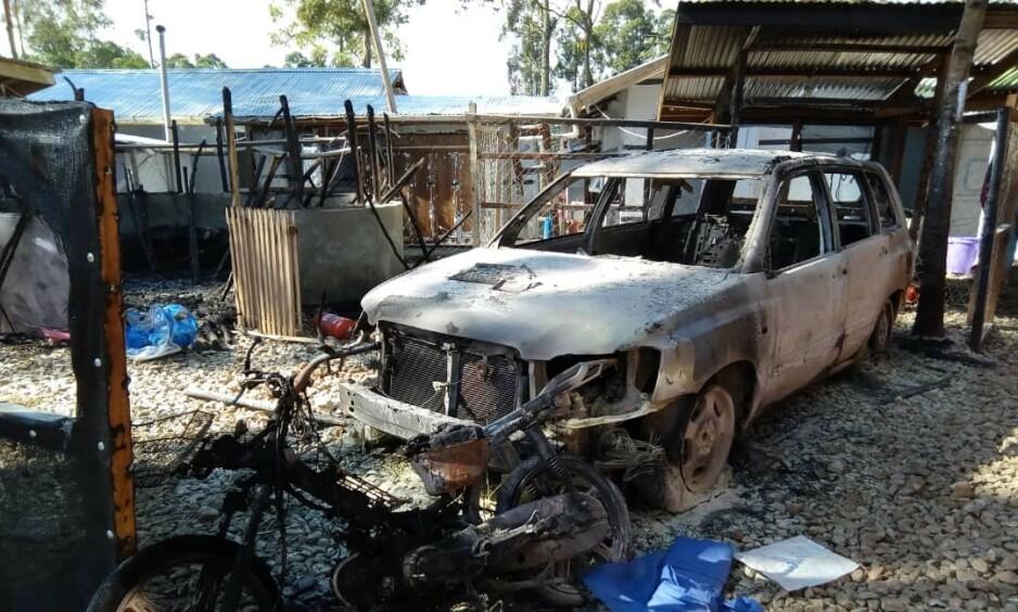 TENT PÅ: De to behandlingssentrene ble delvis nedbrent og ødelagt, her fra senteret i Katwa. Foto: Elise Mertens/ Leger Uten Grenser