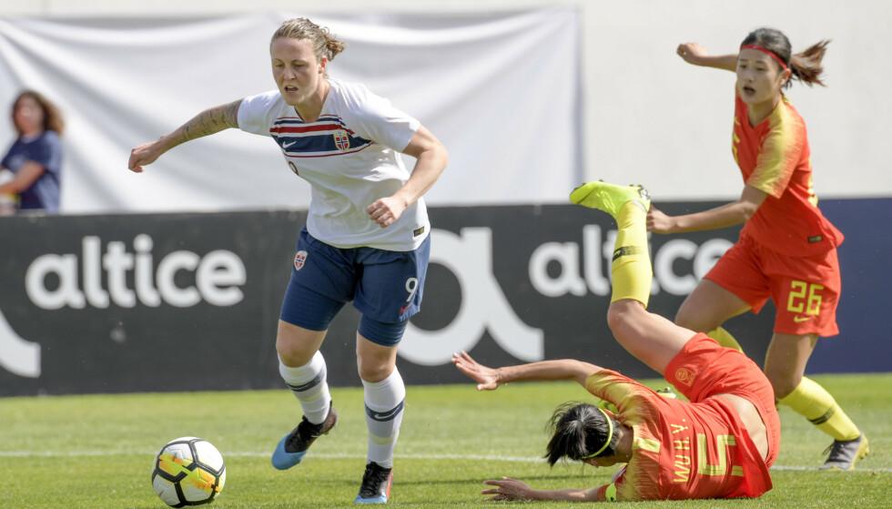 SCORET: Isabell Lehn Herlovsen scoret Norges 1-0-mål mot Kina på Albufeira Stadium i Algarve Cup fredag.  Foto: Janerik Henriksson/TT / NTB scanpix
