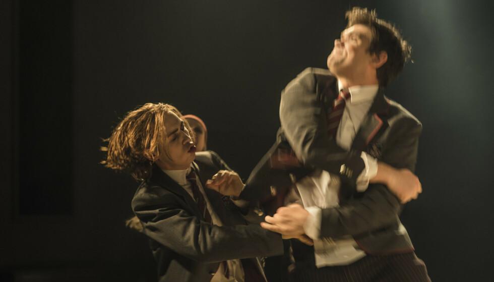 JAKT PÅ MENING, MED VOLD: Fra «Ingenting». Foto: Erika Hebbert, Oslo Nye Teater/Tigerstadsteatret