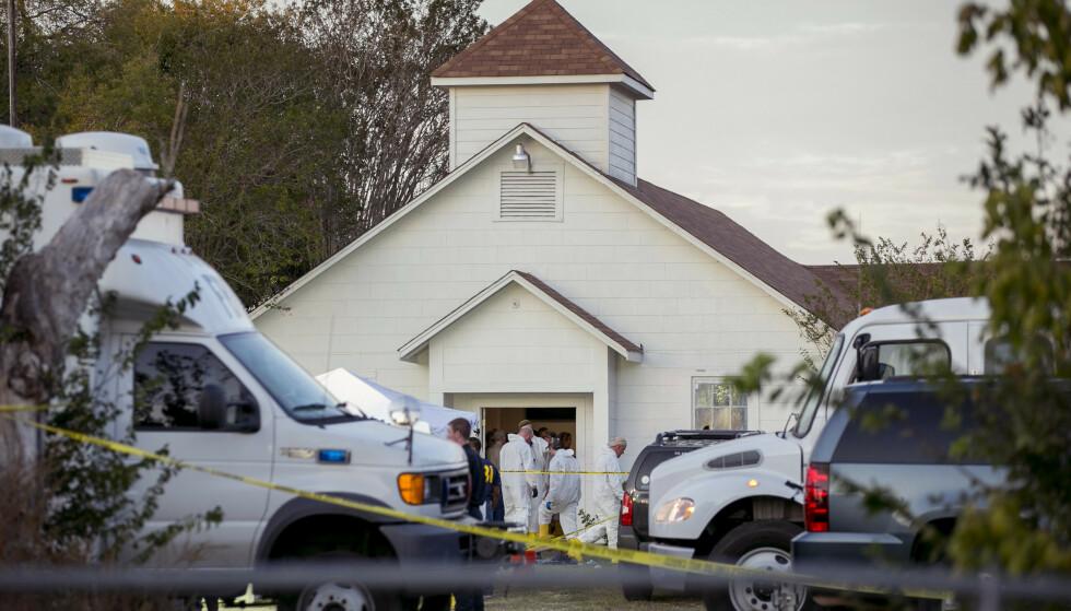 MASSAKRE: 26 personer ble drept da Den Patrick Kelley stormet inn i kirkelokalet i Sutherland Springs i Texas og åpnet ild 5. november 2017. Foto: Jay Janner / The San Antonio Express-News / NTB scanpix