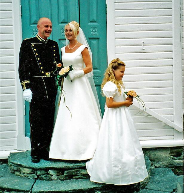 HELL I KJÆRLIGHET: Stian Elle og Sølvi Ersland giftet seg på hans 40-årsdag, den 4. august 2000. Erslands datter var brudepike.  Foto: Privat.