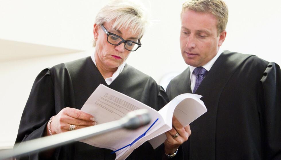 FORSVARER: Den siktede mannens forsvarer, advokat Gard A. Lier, her avbildet sammen med advokat Gunhild Lærum. Foto: Berit Roald / NTB Scanpix