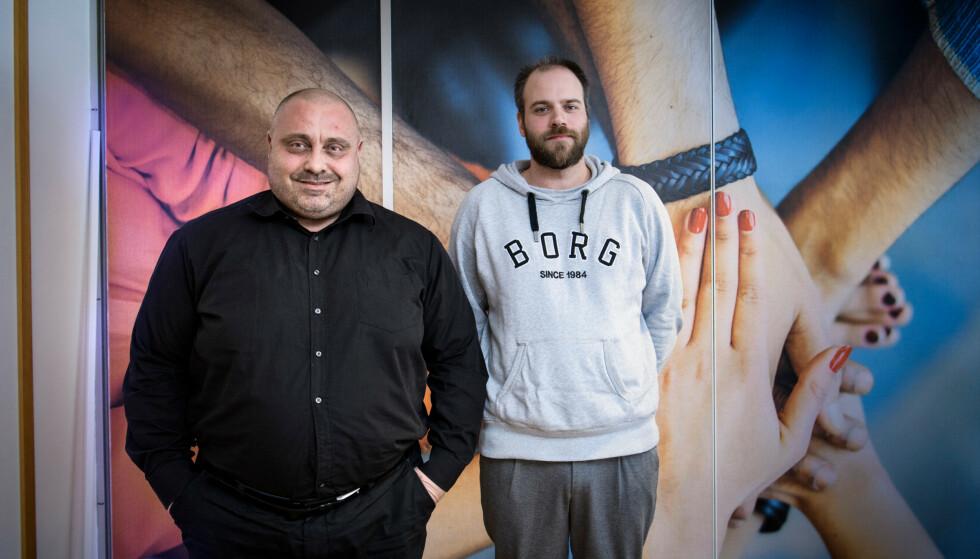 TOK GREP: Thorbjørn (til venstre) og Henrik er glad for at de har fått en sjanse til å prøve seg i jobb etter å ha stått utenfor arbeidslivet i lang tid. Begge trives godt i Polygon og håper på fast stilling når engasjementet deres går ut til sommeren. Foto: Lars Eivind Bones