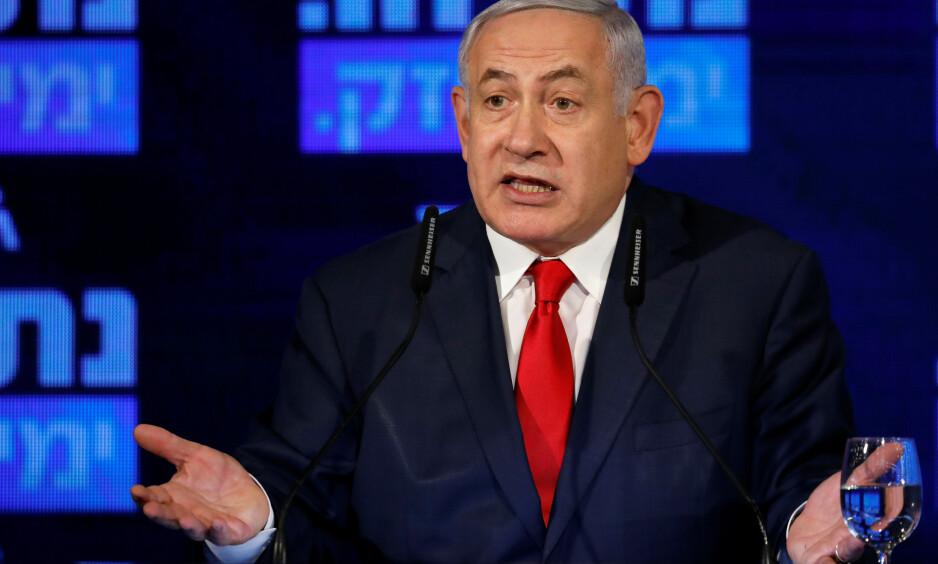 USKYLDIGHETEN SJØL: Israels statsminister Benjamin Netanyahu mener han ikke har gjort noe galt. Bildet er fra et valgmøte i Ramat Gan mandag. Foto: Amir Cohen/Reuters/NTB Scanpix