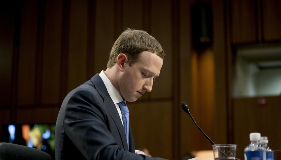 VENDEPUNKT: Facebook-sjef og -grunnlegger Mark Zuckerberg under høringen i Senatet i april i fjor. Foto: NTB Scanpix
