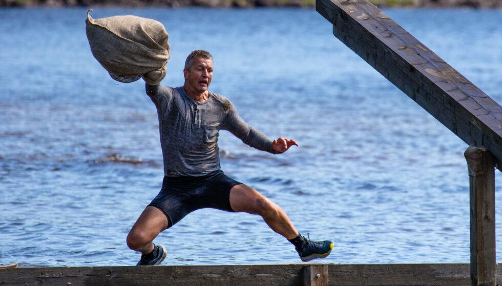ANGRER: Ole Klemetsen er lite fornøyd med både hinderløypa og TV 2. Foto: Alex Iversen / TV 2