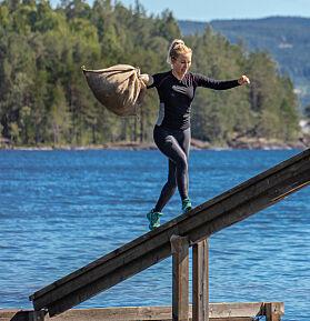 KNUSTE GUTTA: Carina Dahl falt langt færre ganger i vannet enn gutta. Foto: Alex Iversen / TV 2
