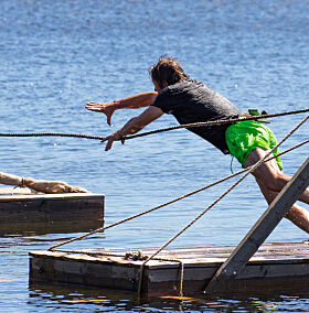 GA ALT: Svein forteller at han ga alt, men at han tidlig skjønte at han ikke ville vinne hinderløypa. Foto: Alex Iversen / TV 2