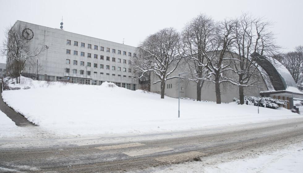 INTERN KARTLEGGING: Tre av ti journalister i NRK har opplevd ubehagelige episoder som vold, trusler og trakassering. Foto: Terje Bendiksby / NTB scanpix