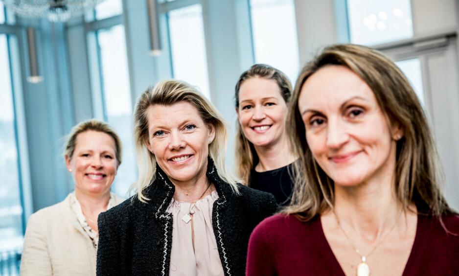 NESTEN 50/50: DnB stikker seg ut: I konsernledelsen består av seks kvinner og sju menn, deriblant DNB-sjef Rune Bjerke. Fire av kvinnene var tilstede da bildet ble tatt. Fra venstre: Solveig Hellebust (51) Kjerstin Braathen (48) Ida Lerner (43) og Mirella E. Wassiluk (49). Foto: Christian Roth Christensen