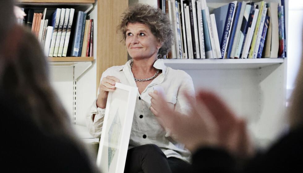 LITTERATURKRITIKER: Dagbladets litteraturanmelder Cathrine Krøger under prisutdelingen på Litteraturhuset i Oslo torsdag. Foto: Bjørn Langsem / Dagbladet