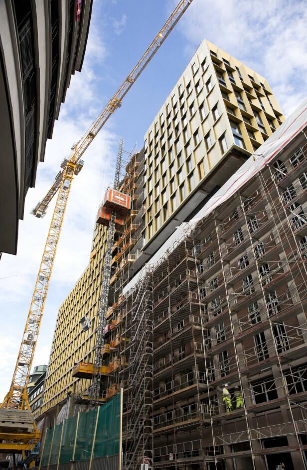 STORBYGG: Flere fagforeninger har reagert sterkt på flere forhold ved byggingen av Clarion Hotel The Hub i Oslo sentrum. Foto: Espen Bratlie / Samfoto / NTB Scanpix