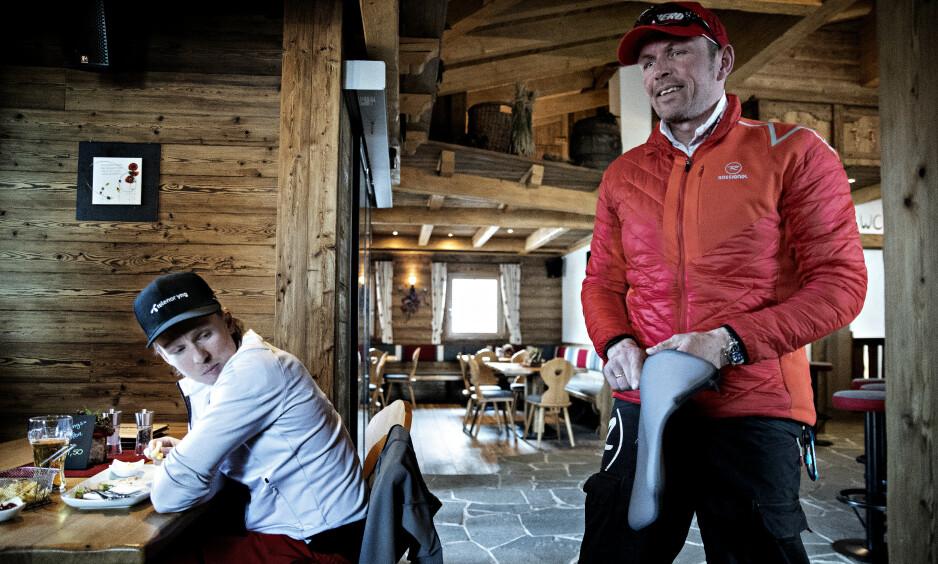 GIR IKKE OPP FIGHTEN: Henrik Kristoffersen og faren Lars vet hvor mange fordeler de vil få ved å bli fullverdige medlemmer av Red Bulls eksklusive alpinteam. Bare de beste i verden blir gitt denne muligheten. Det er bare å se på sammenlagtlista i verdenscupen. Foto: Bjørn Langsem / Dagbladet