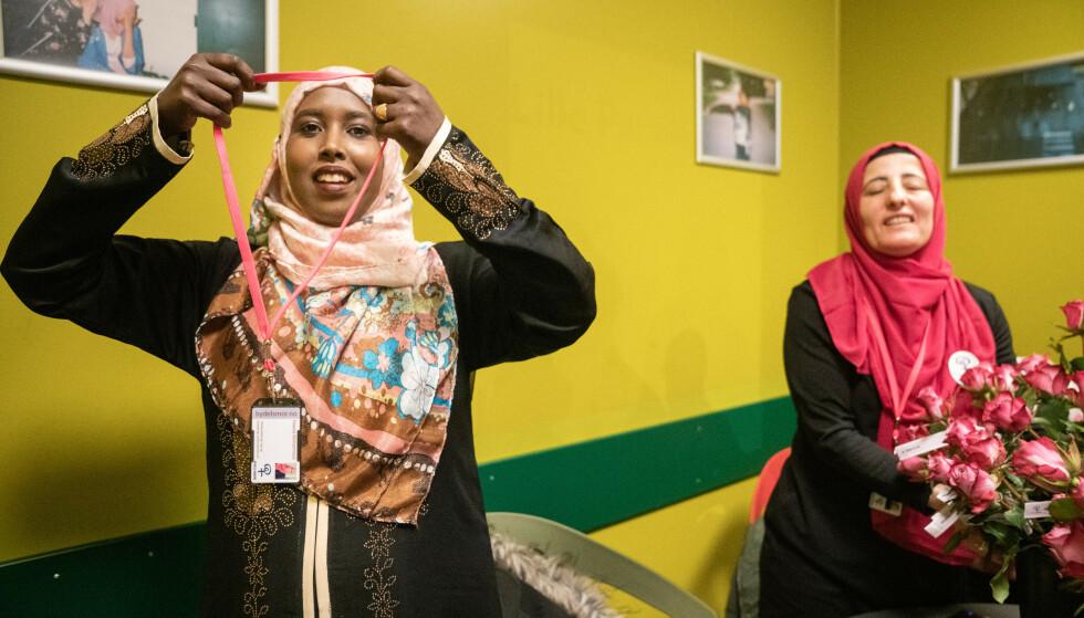 BYDELSMOR: Fawzia Mohammed jobber frivillig som bydelsmor for å hjelpe andre kvinner som ikke vet hvordan de skal navigere i det norske samfunnet. Foto: Øistein Norum Monsern / Dagbladet