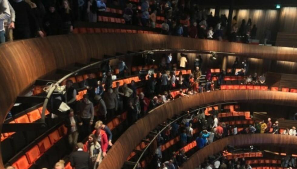 FORLATER OPERAEN: Publikum måtte forlate operahuset etter første pause. Foto: Kaja Kirsebom / Dagbladet