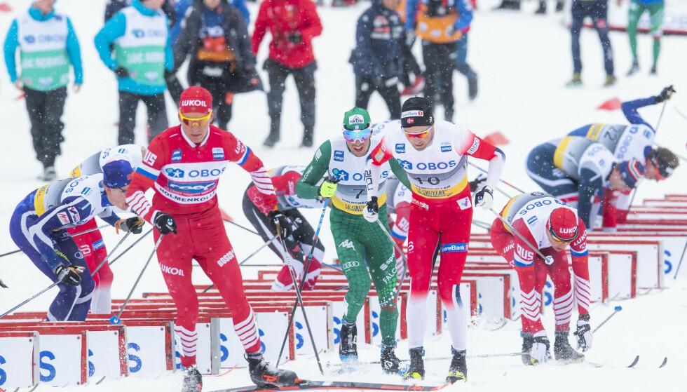 GULT KORT: Aleksandr Bolsjunov ber Emil Iversen om unnskyldning etter manøveren som ga gult kort. Foto: Håkon Mosvold Larsen / NTB scanpix