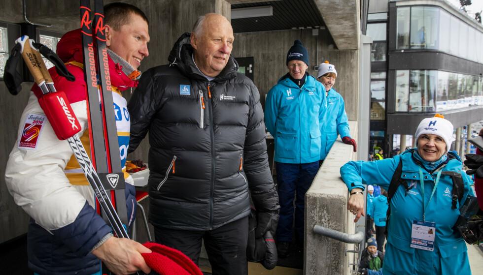 MØTTE KONGEN: Den russiske langrennskongen Aleksandr Bolsjunov fikk møte Kong Harald etter femmilsseieren i Holmenkollen Foto: Håkon Mosvold Larsen / NTB scanpix