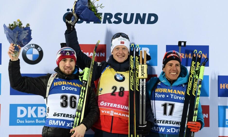 PALLEN: Alexander Loginov, Johannes Thingnes Bø og Quentin Fillon Maillet tok alle medalje på VM-sprinten. Foto: Jonathan NACKSTRAND / AFP