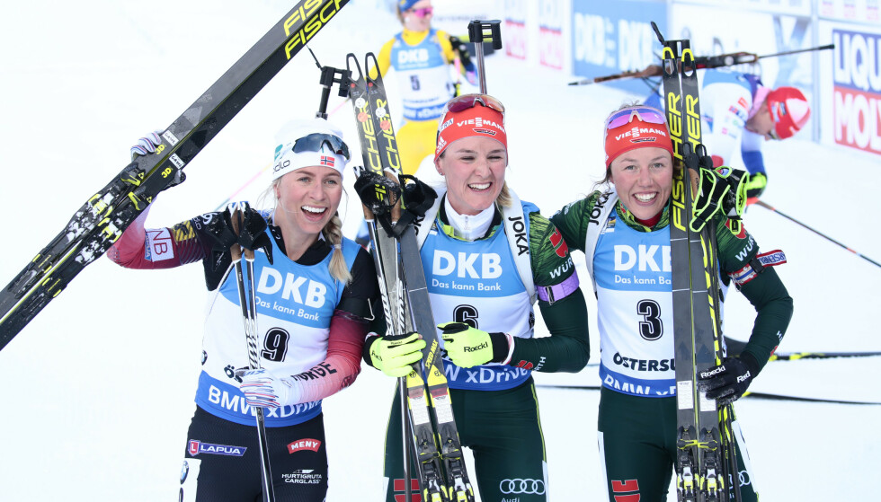 SØLV: Tiril Eckhoff tok sølv. Her sammen med vinner Denise Herrmann og Laura Dahlmeier. Foto: NTB scanpix