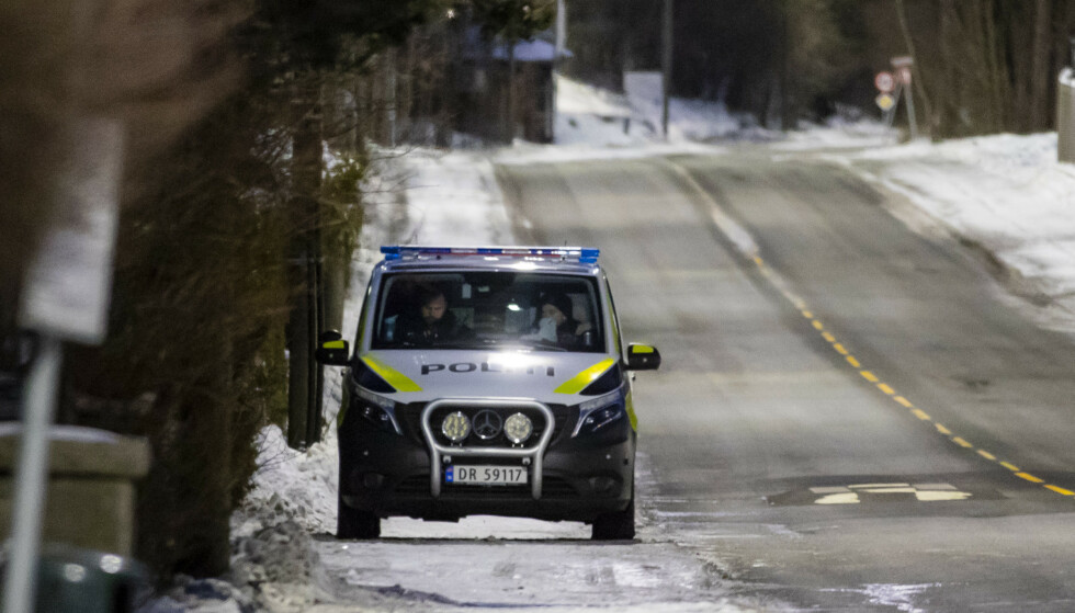 Passer på: Politiet, utenfor justisministerens bolig. Foto: Håkon Mosvold Larsen / NTB scanpix