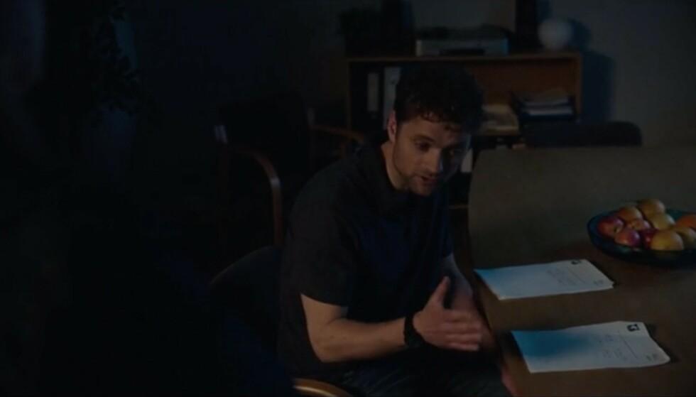 «Skjønne du itje, me he itje råd te å skru på lysene på kontoret, engang.» Foto: NRK