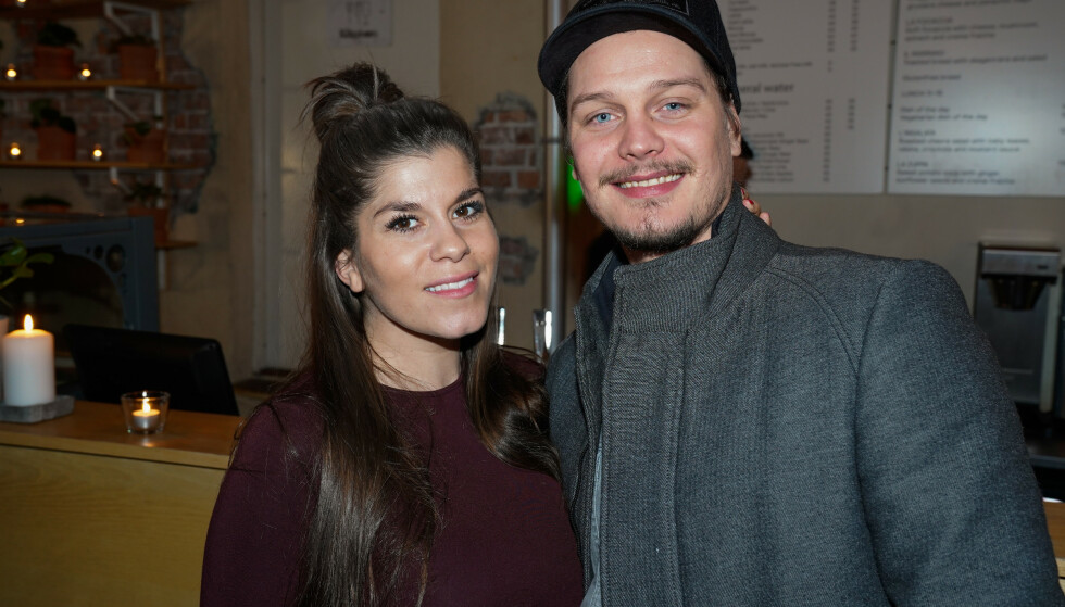 SNART FORELDRE: Kristin Gjelsvik og Dennis Poppe venter barn sammen. Søndag var de på festen. Foto: TV 2